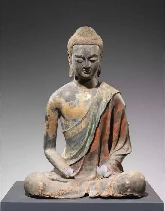 魏晋时期的夹苎造像已经不存于世,此尊为美国大都会博物馆馆藏的唐代佛像