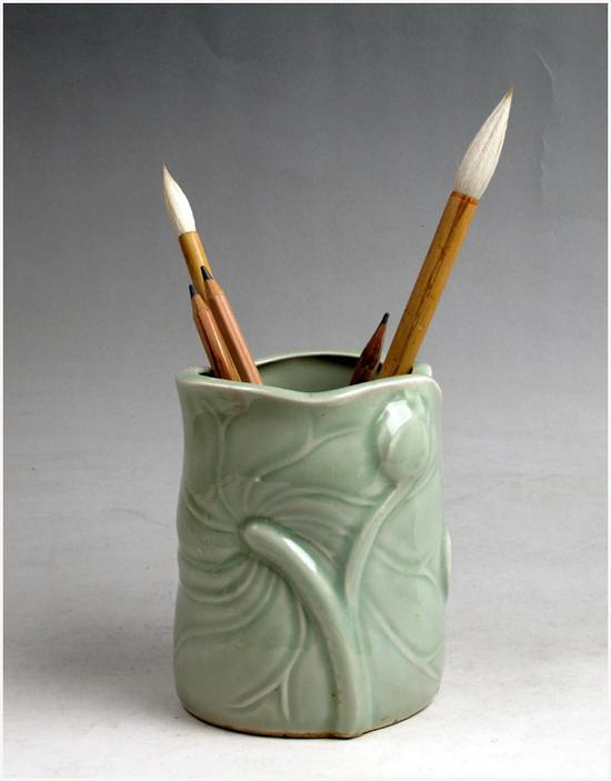 龙泉国营瓷厂的梅子青笔筒,煤窑烧制,八十年代