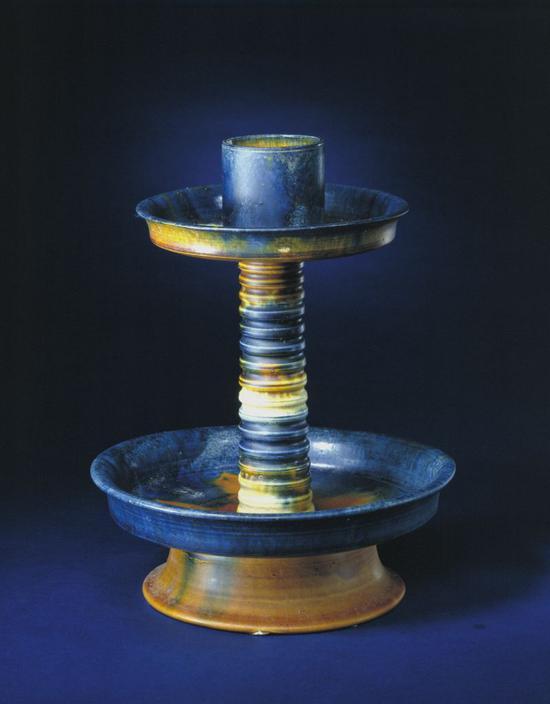 三彩烛台,高29.8cm,口径7cm,足径12cm。
