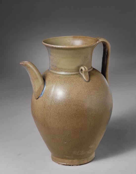 越窑青釉执壶,五代,高19.7cm,口径9.7cm,足径7.6cm。