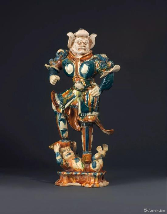 唐 三彩天王像 高 74.6 cm。
