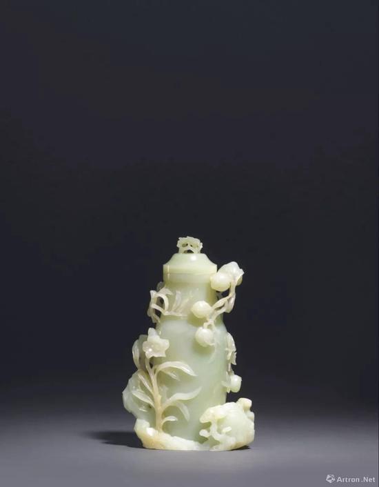 清 十八世纪 白玉镂雕灵仙祝寿图盖瓶 高 22.2 cm。