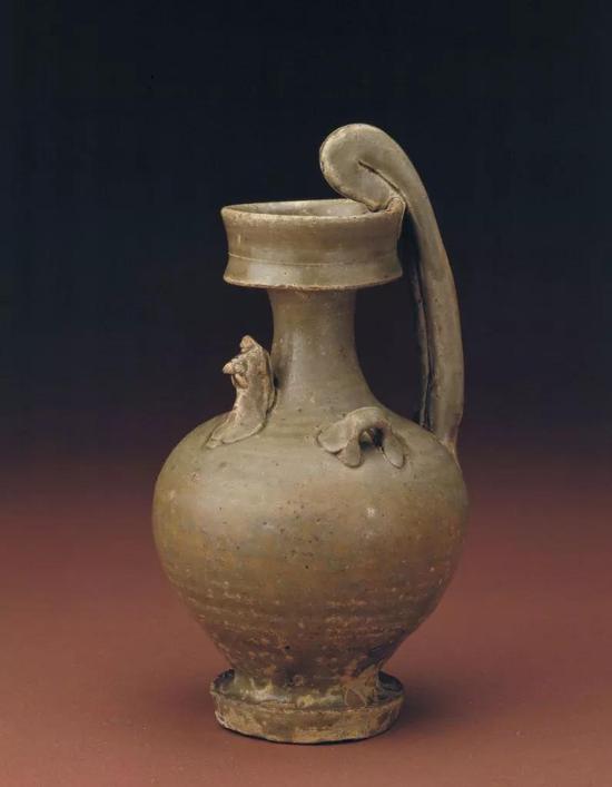 南朝青釉鸡头壶,现藏北京故宫博物院