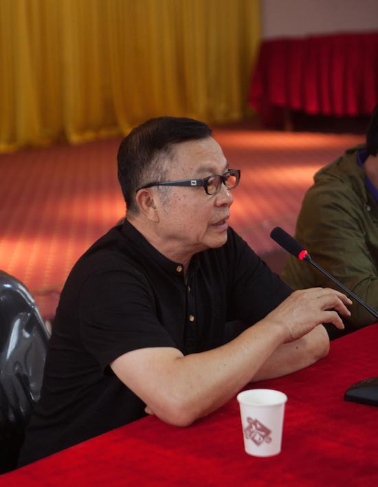 艺术家代表、中国著名艺术家、原四川美院院长罗中立先生致辞
