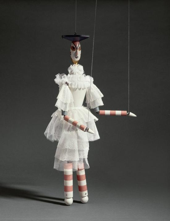 苏菲·陶柏-阿尔普,《Angela(marionette for King Stag)》,1918年