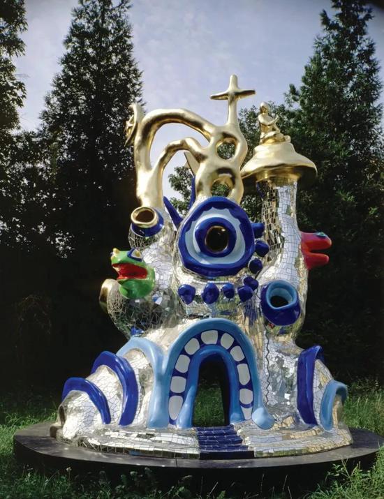 妮基-圣法勒,《理想圣殿(萬宗堂)》,1991,聚酯、聚氨酯漆、鏡子、金箔,400 x 380 x 340 cm,2018(妮基慈善藝術基金會版權所有)