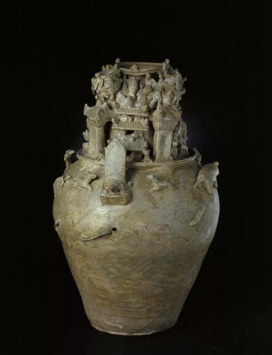 三国吴青釉堆塑谷仓罐,现藏北京故宫博物院
