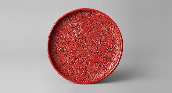 牡丹漆雕木盘,中国明代,16世纪?根津美术馆