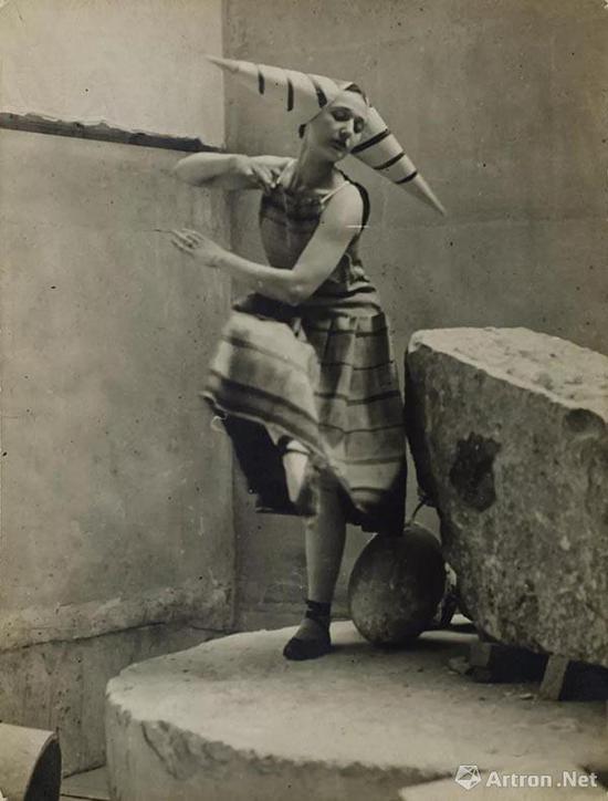拍品编号21 康斯坦丁·布朗库西 (1876-1957)
