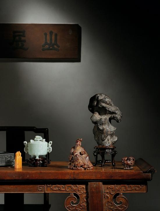 2021西泠春拍:黃花梨獨板螭龍紋翹頭供案