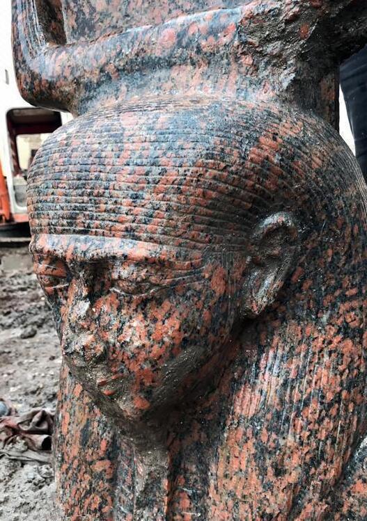 古埃及法老拉美西斯二世罕见雕像出土