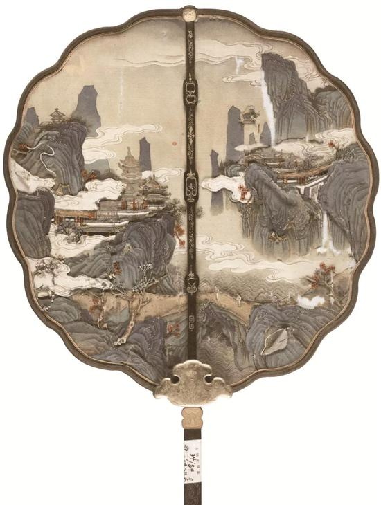 (清)绸粘缎山水楼台图木柄团扇