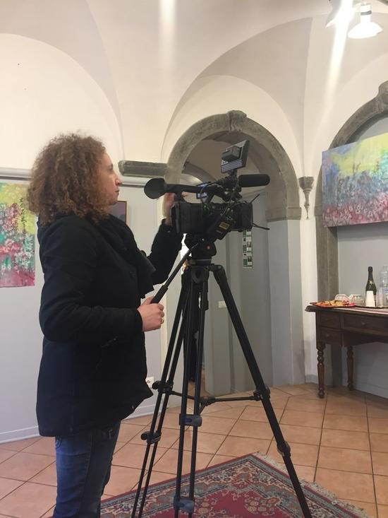 佛罗伦萨电视台第一摄像师拍摄曹宗田画展作品