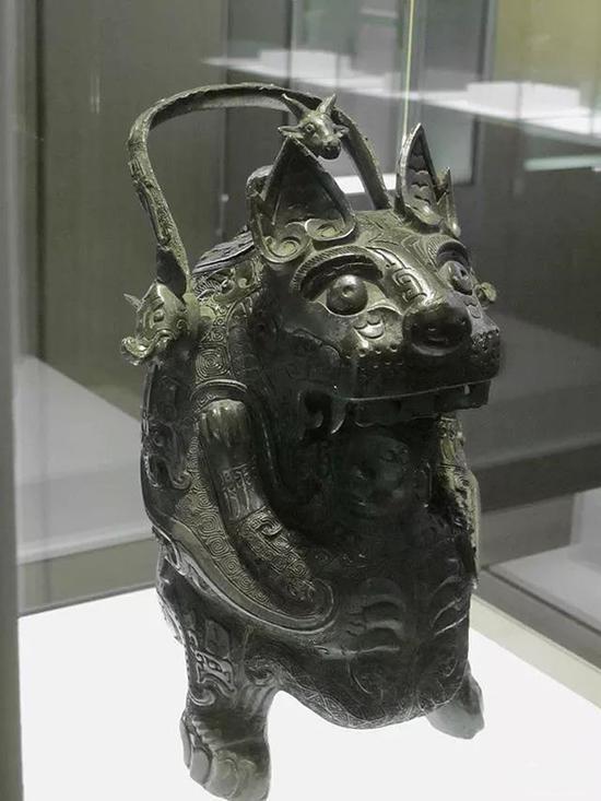 虎卣法国池努奇博物馆藏