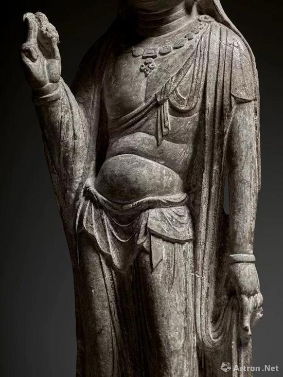 (局部) 唐 石灰石雕菩萨立像