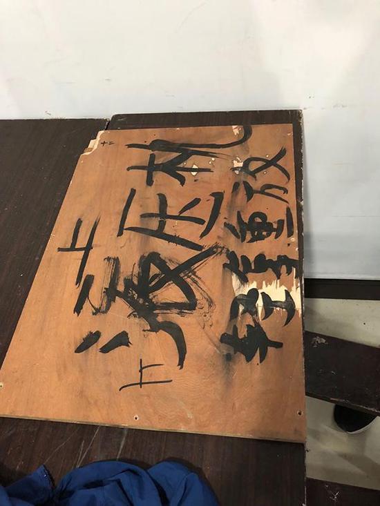 三口镈钟被盗贩运输时,木箱上写着液压机。