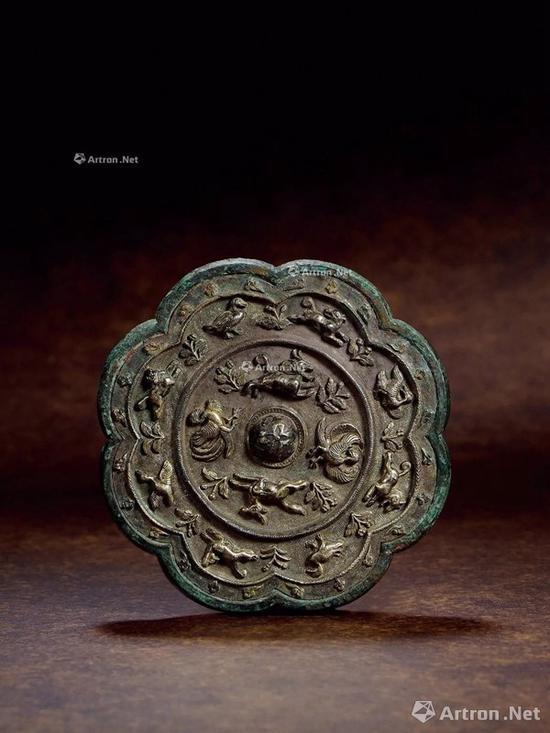 NO.48唐 青铜银背瑞兽花鸟葵花镜