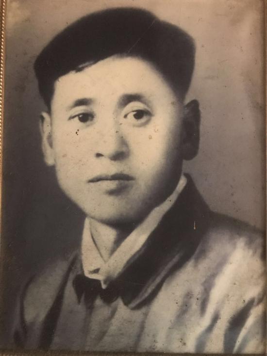 年轻时候的杨洛书
