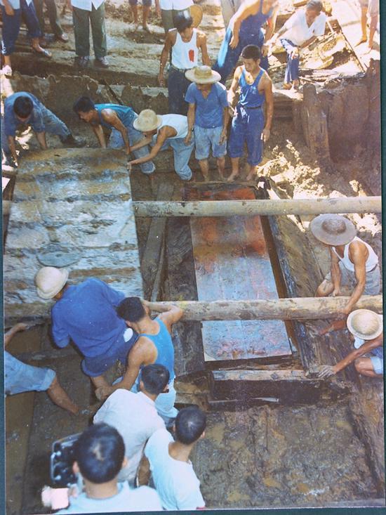 罗泊湾1号汉墓发掘现场
