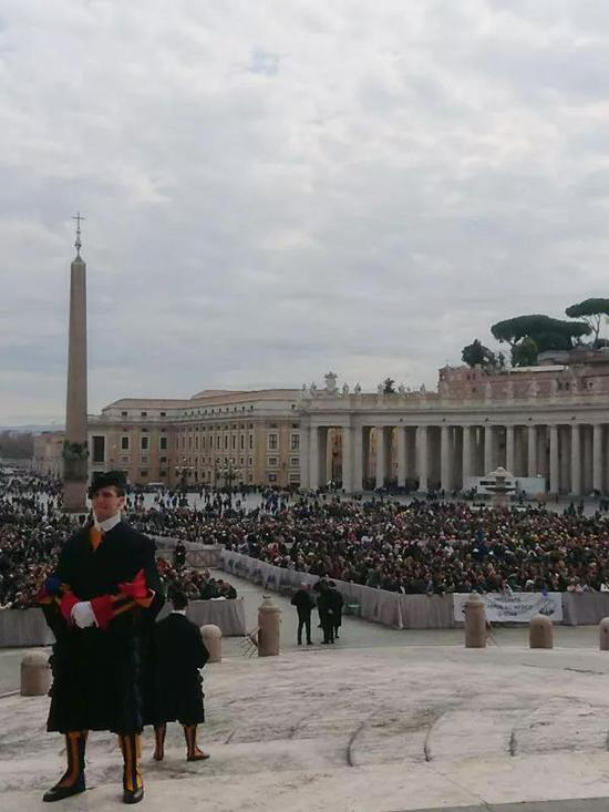 梵蒂冈教皇首邀中国艺术家杨佴旻亲切交流