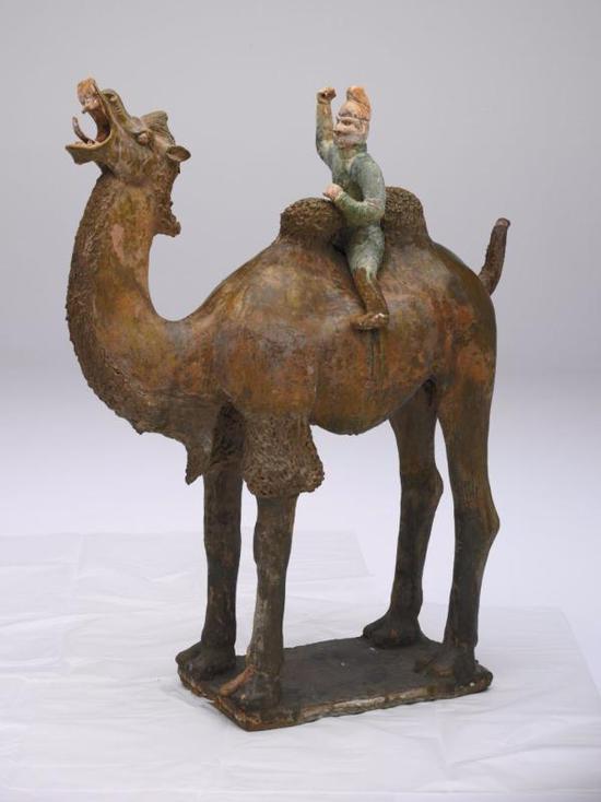 绿釉陶骑驼胡俑 1956年陕西省西安市独孤思敬墓出土 中国国家博物馆藏