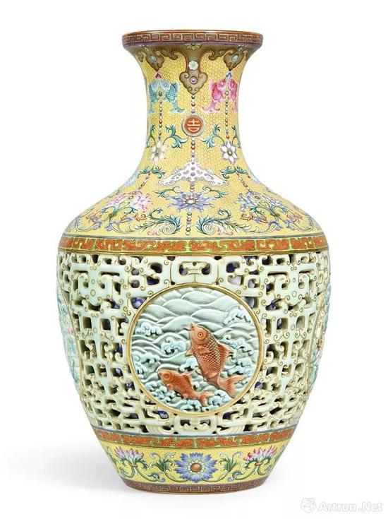 乾隆洋彩透雕夹层玲珑尊1.69亿港币香港蘇富比拍卖