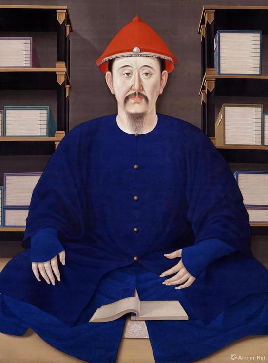 康熙皇帝喜欢读书,图为《玄烨便服像》,皇帝的身边放满了书