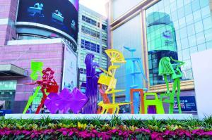 正佳广场上的城市雕塑《春天里》,作者:何健君。