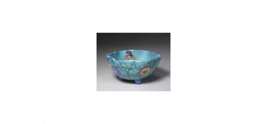宜兴窑绿地粉彩公道杯,清光绪,北京故宫博物院藏