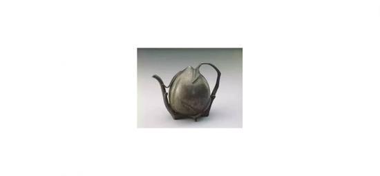 桃式倒流锡壶,清代,北京故宫博物院藏