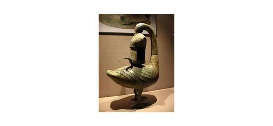 彩绘雁鱼青铜釭灯,西汉,中国国家博物馆藏