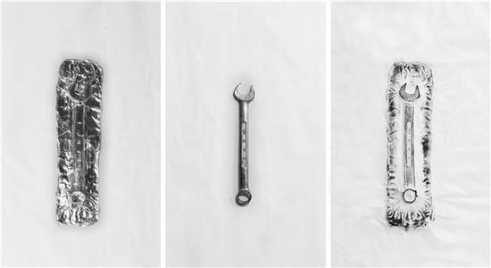 傅中望 遗存墨迹1 现成品、铝板、宣纸、墨汁 54cmX98cm 2018
