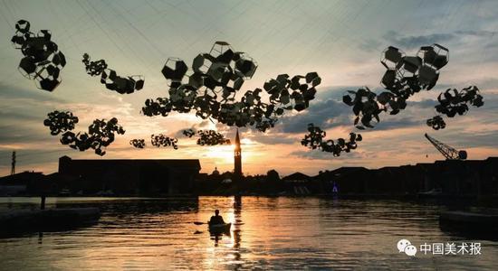 托马斯·萨拉切诺?关于云的消失?装置?2019年?图片:艺术家个人官网