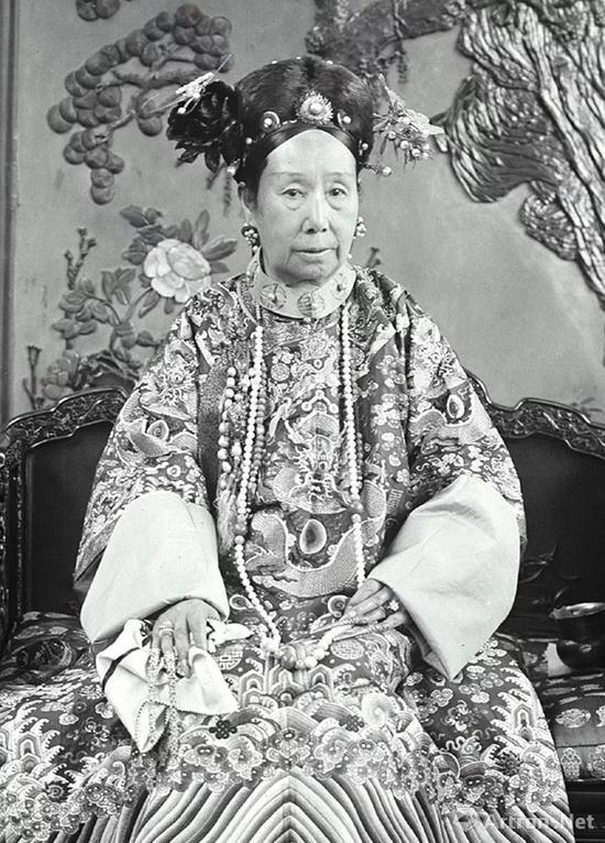 清光绪慈禧皇太后像(局部)