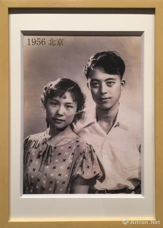 袁浩与妻子张文年轻时合影