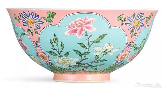 清康熙粉红地珐琅彩开光花卉盌2.388亿港币 香港蘇富比拍卖