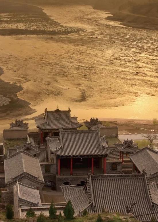 《黄河辉映黑龙庙》苗天佑(山西省临县碛口镇卧虎山)