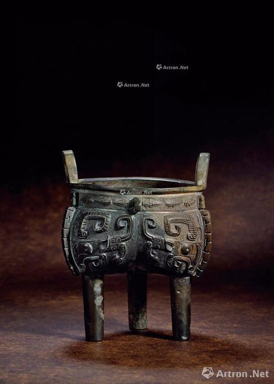NO.11商晚期 青铜兽面纹鬲鼎