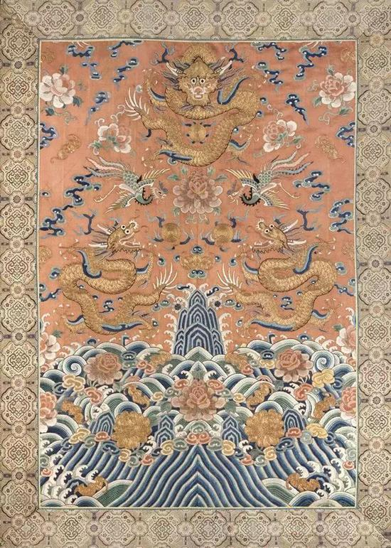 ▌清 19世纪 杏红地金龙牡丹纹挂屏