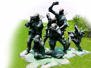 钱塘江畔的城市雕塑《聚焦》,作者:何健君。