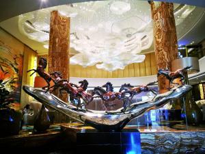 作为公共空间的威珀斯酒店,从酒店大门到酒店大堂专门定制了几座大型雕塑艺术品,备受客人好评和喜爱