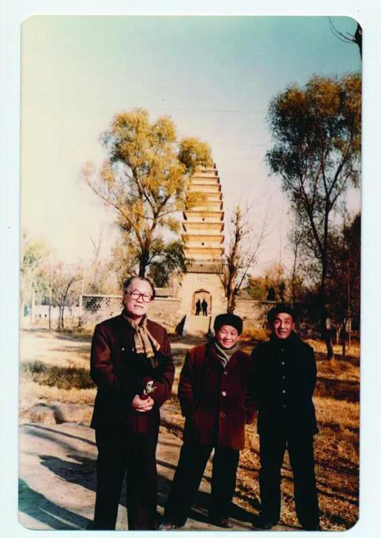 上世纪八十年代,许麟庐与黄苗子(中)、秦岭云(右)先生合影。