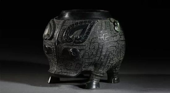 猪卣材质:青铜年代:商代晚期(公元前13世纪-前11世纪)