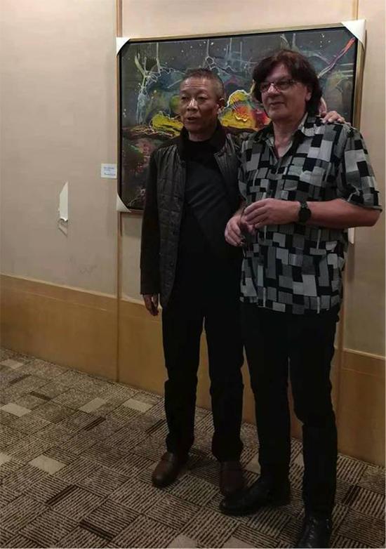 王光辉先生(左)与艺术家弗尔克·豪(右)