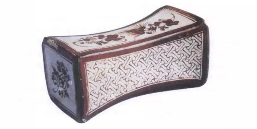 南宋吉州窑锭形彩绘瓷枕