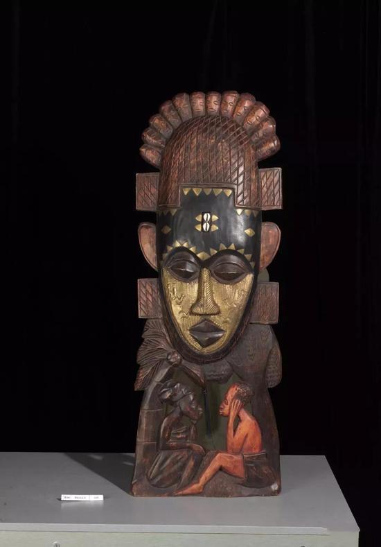 鳄鱼纹面具佚名(加纳) 年代不详 104.5×37.8×10cm