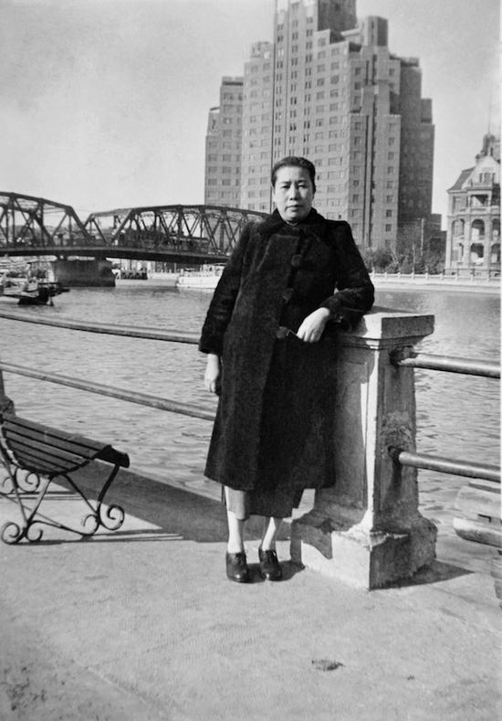 1943年,鲁迅夫人许广平(1898-1968),上海
