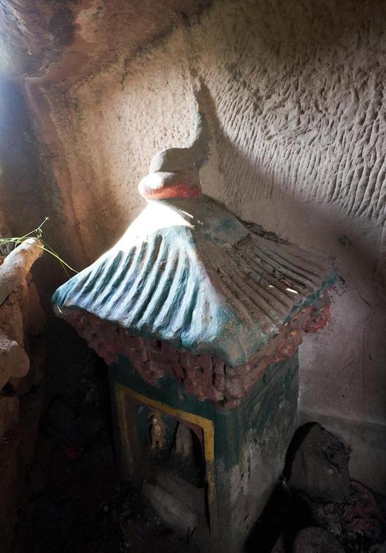 石殿顶部(摄影:傅盛)
