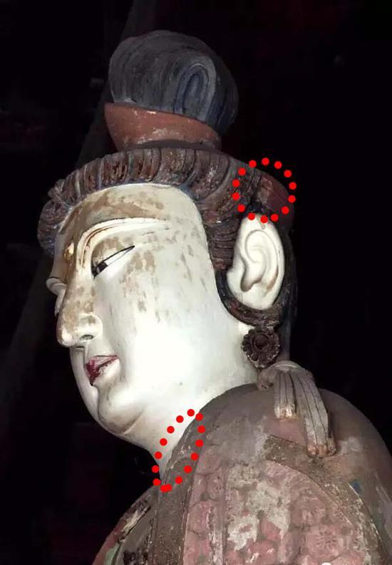图5:文殊菩萨系带痕迹