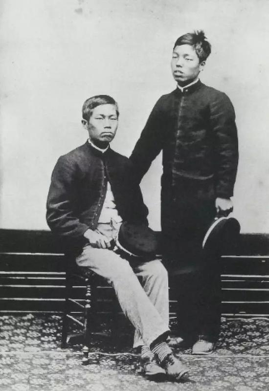 大谷是空(左)
